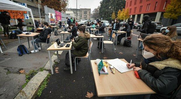 Scuole, la riapertura del 7 gennaio in bilico. Bonaccini: «Governo ci riconvochi»