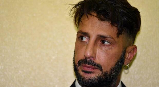 Fabrizio Corona minaccia il suicidio: «Basta, è una vita che subisco ingiustizie»