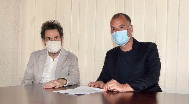 Il sindaco Carlo Salvemini con il presidente del Lecce Calcio, Saverio Sticchi Damiani