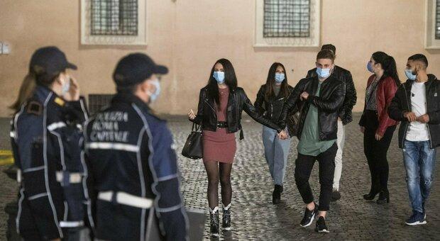 Coprifuoco nel Lazio dalle 24 alle 5 a partire da venerdì: torna l'autocertificazione, didattica a distanza al 50% per le superiori