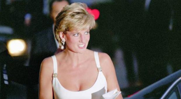 Lady Diana, l'indiscrezione choc a 24 anni dall'incidente: «L'ho vista poco prima che morisse, il suo viso...»
