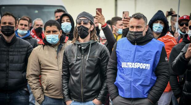 Amazon, dipendenti in sciopero: è la prima volta in Italia. L'appello ai clienti: «Oggi non comprate nulla»
