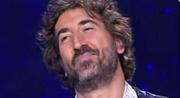 Massimo Cannoletta commosso in diretta: «Flavio Insinna è una persona straordinaria». Poi la sorpresa del conduttore
