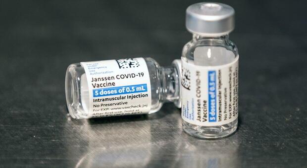 Vaccino Johnson&Johnson efficace anche contro la variante Delta: «Immunità dura almeno 8 mesi»