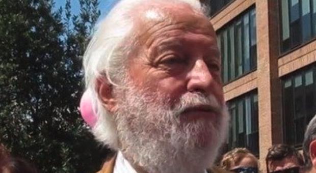 Dario Miedico, il medico 'No Vax' radiato dall'Ordine: «Vaccino anti Covid? Non ne ho bisogno»