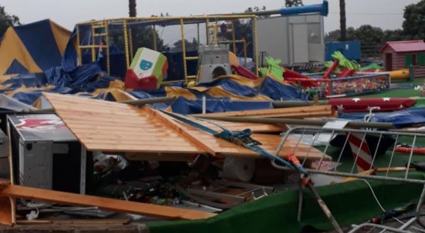 Il parco divertimento Gommolandia distrutto dalla furia del vento