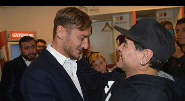 Francesco Totti ricorda Maradona: «Hai scritto la storia del calcio... Ciao Diego»
