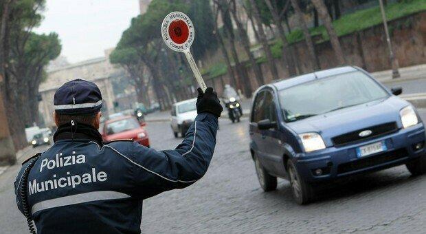 Milano: non ha mai preso la patente, ma l'anziana viene trovata alla guida