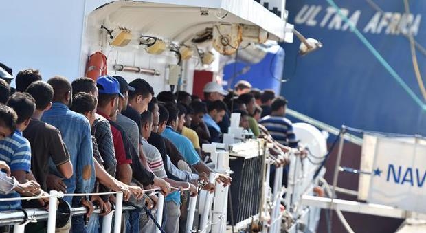 Migranti, nave italiana soccorre 108 persone: «Riportate in Libia»
