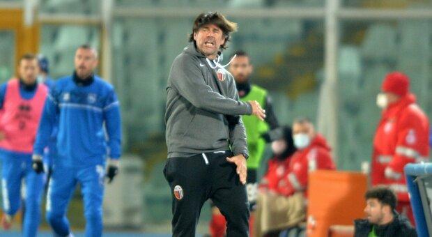 Serie B, ct dell'Ascoli pronuncia «per 12 volte espressioni blasfeme»: multa da 1.250 euro