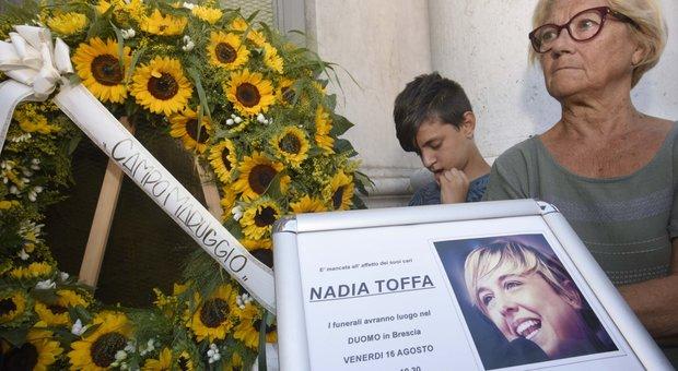Nadia Toffa, don Patriciello ai funerali: «Dalla parte dei deboli, aveva fame di giustizia»
