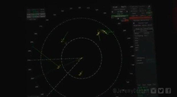Ufo volano su una portaerei americana: su Twitter i nuovi video desecretati dal Pentagono