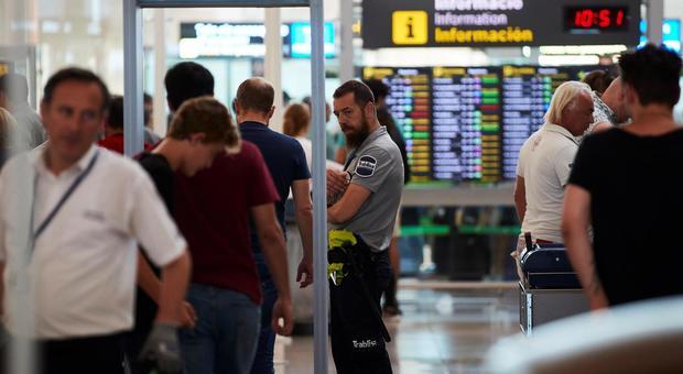 British Airways sciopera, EasyJet alza i prezzi: «Napoli-Londra quasi come andare in Australia»