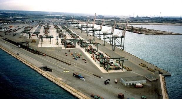 Operaio deceduto al porto di Taranto, Assoporti organizza raccolta fondi: «Fornire assistenza a famiglie lavoratori deceduti»