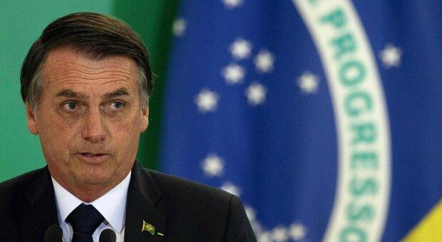 Bolsonaro: «Ho la muffa nei polmoni, sono sotto antibiotici per curare un'infezione»