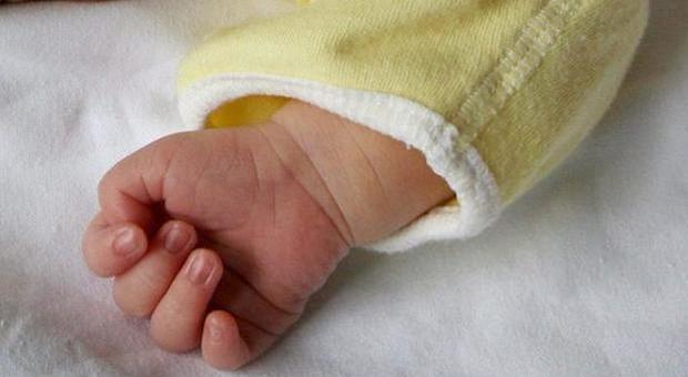 Neonato muore di Covid: positivi anche i due fratellini, 70 persone in quarantena