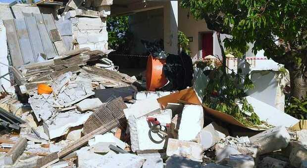 Fuga di gas, esplosione in una villetta: distrutta una veranda
