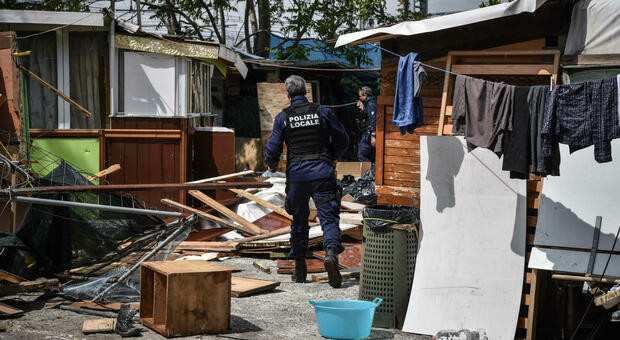 Milano, traffico illecito di rifiuti: 30 arresti. I ghisa sgomberano un campo nomadi