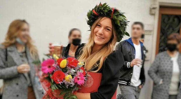 Chiara, trovata morta in casa dal fidanzato: disposta l'autopsia. La sua squadra di pallavolo in lutto