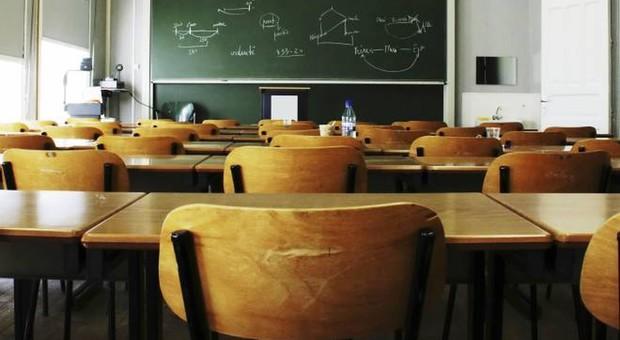 Scuola e aule vuote