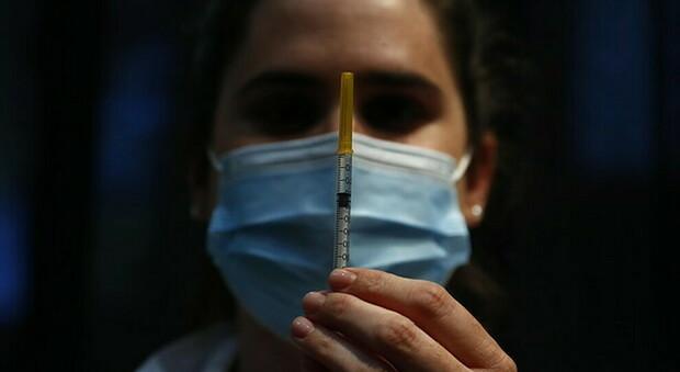L'Italia punta sui vaccini a base di mRna, il Financial Times: pronta a produrli per tutta Europa