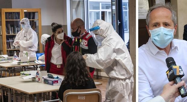 Natale, Crisanti: «Scuole chiuse sino a fine 2020, rischi enormi per i liceali». Il caso delle elementari