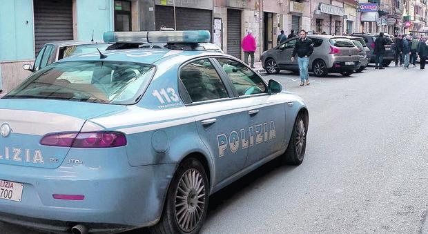 Terrore in strada: agguato a colpi di pistola, il sicario spara tra i passanti