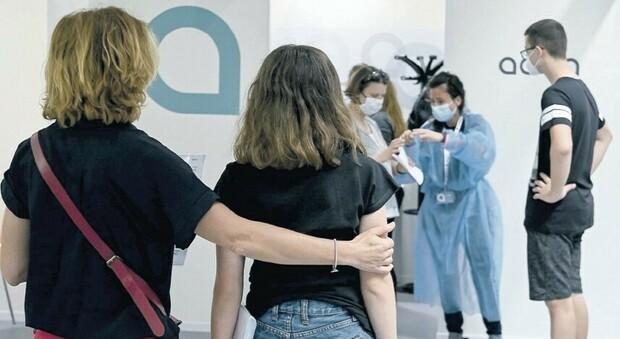Il vaccino ai 12enni sì vax : «Nessuna paura, andrò in ferie con la nonna»