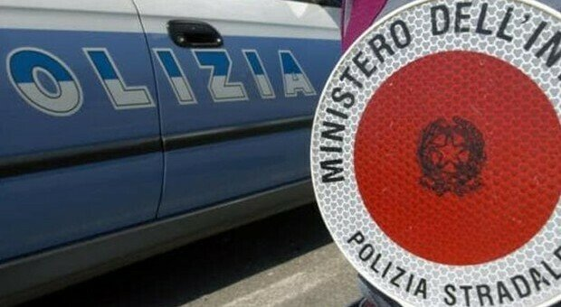 Tragedia in provincia di Arezzo: una ragazza di 27 anni è morta schiantandosi con l'auto contro un albero