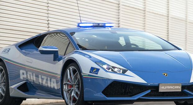 Polizia in Lamborghini a 230 km/h: da Padova a Roma per trasportare un rene (e salvare una vita)