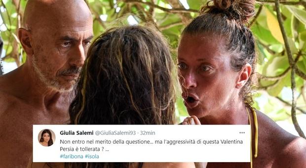Isola 2021, Valentina Persia rifiuta di salutare Fariba: «Deve sparire». Social indignati