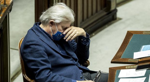 Sgarbi, scontro alla Camera con Fico: «Non metto la mascherina, vi porterò un certificato medico»