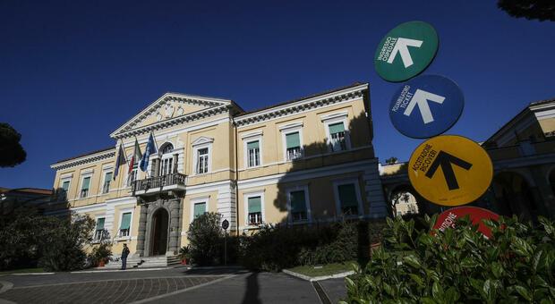 Lazio, 2.407 nuovi casi: 1.499 a Roma. Sale il rapporto tra positivi e tamponi