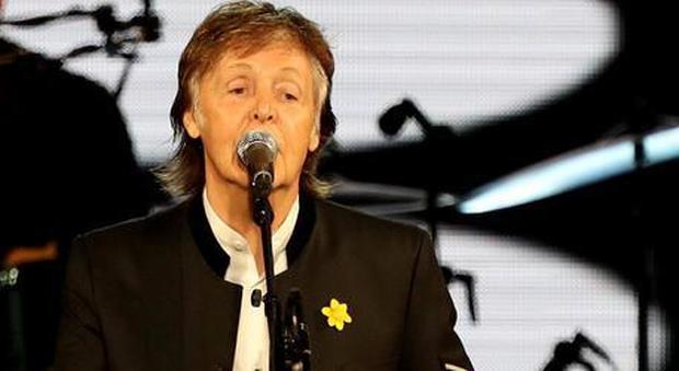 Paul McCartney rimprovera l'Italia: «Scandaloso non rimborsare biglietti per i concerti annullati»