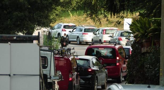 Lazio, tamponi ai drive in solo su prenotazione online: «Per evitare code troppo lunghe»