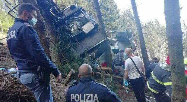 Funivia Mottarone, lutto cittadino a Stresa. I soccorritori: «Freno d'emergenza non ha funzionato. Sembrava scena di guerra»