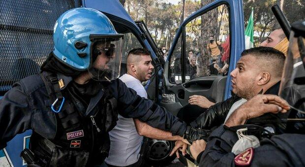 Castellino, leader di Forza Nuova: dagli arresti al Daspo, chi guida la protesta no Green pass