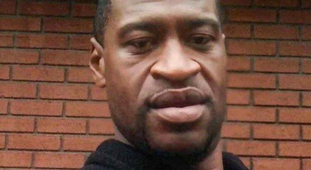 George Floyd, libero su cauzione l'ex agente Derek Chauvin accusato dell omicidio. «Pagato un milione di dollari»