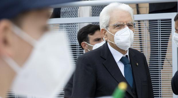 Mattarella, nessun mandato bis al Quirinale: «Sono vecchio, tra otto mesi potrò riposarmi»
