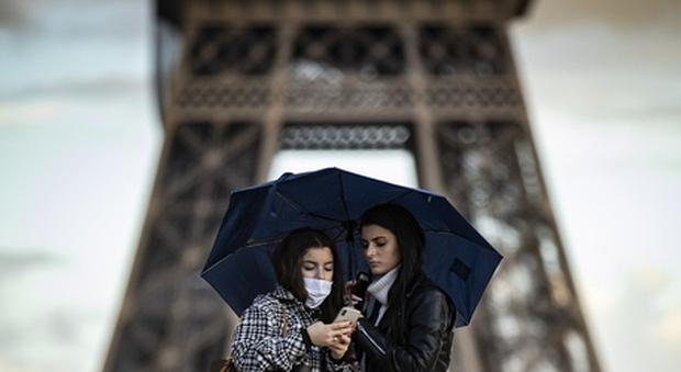 Covid, in Francia 523 morti in un giorno: pronto lockdown per 4 fine settimana
