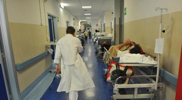 Batterio New Delhi, allarme in Toscana: 64 casi, 17 morti sospette. I sintomi e le ipotesi di contagio