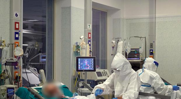 Focolaio a Pistoia, 50 positivi dopo i viaggi in Puglia e Croazia: alcuni gravi in ospedale