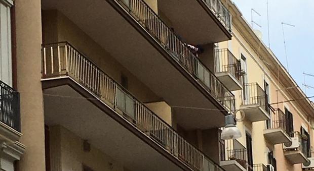 Trenta migranti prendono casa nel palazzo i vicini for Piani di casa di palazzo