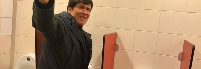 Fan posta foto di Morandi mentre è in bagno: lui prima si arrabbia poi ci ride su