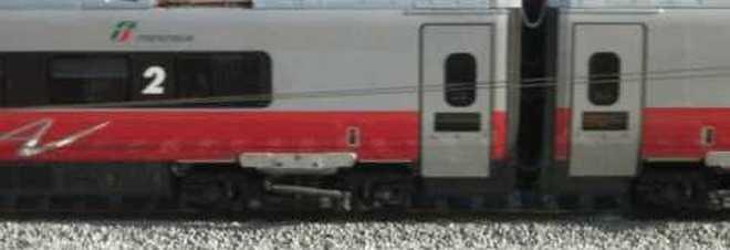 Shock sui binari: giovane attraversa e viene investita dal treno
