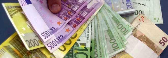 Finanziere e aguzzino: «Ti proteggo dalle minacce, ma pagami»