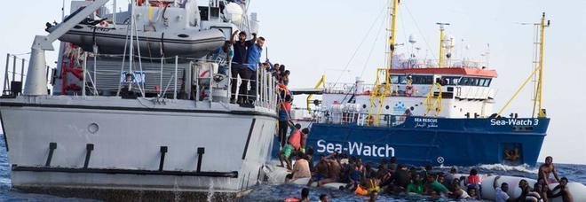 Aquarius, cibo per un giorno. Spagna: «La nave approderà a Valencia». Salvini: «L'Italia ha smesso di ubbidire»