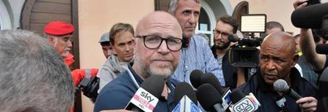 Il sindaco 5 Stelle Nogarin su Facebook: «Livorno pronta ad accogliere l'Aquarius» Poi cancella il post