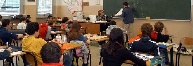 Professore bullizzato dagli studenti a scuola: «Ma è vero che sei gay?». Lui: «Non torno più in quella classe»