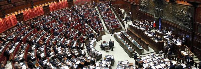 Zero dibattiti: la strana estate dei politici afoni
